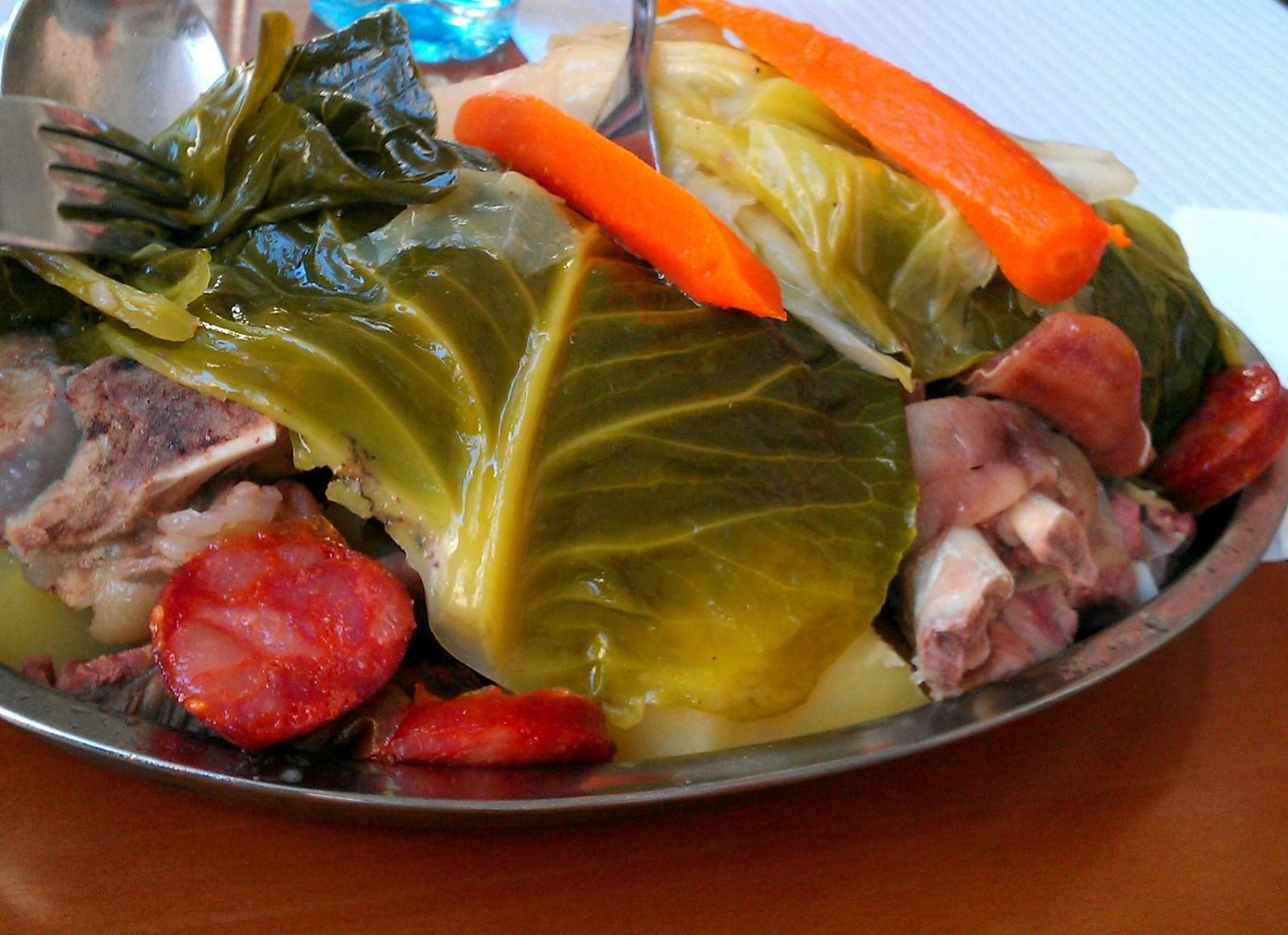 iguaria-cozido-a-portuguesa-na-mesa