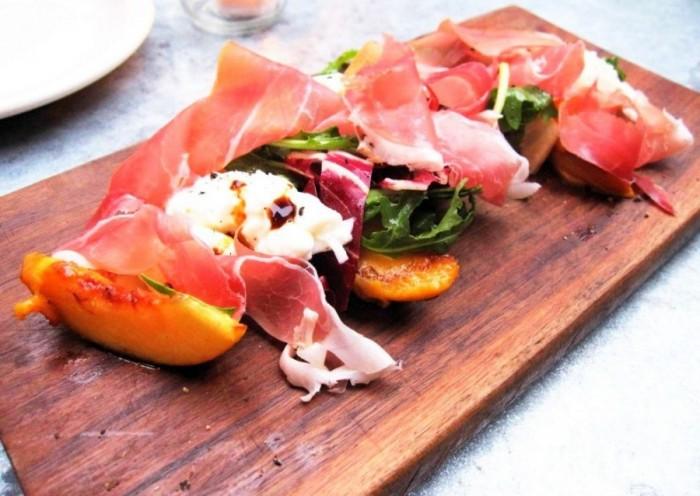 iguaria-salada-de-pessegos-presunto-e-queijo