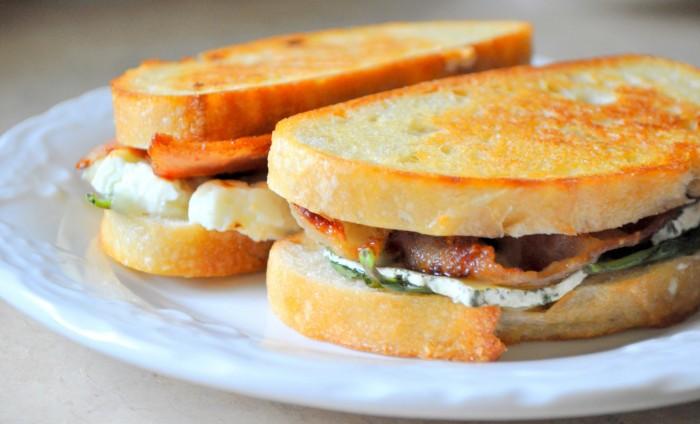 iguaria-sandes-de-brie-e-bacon