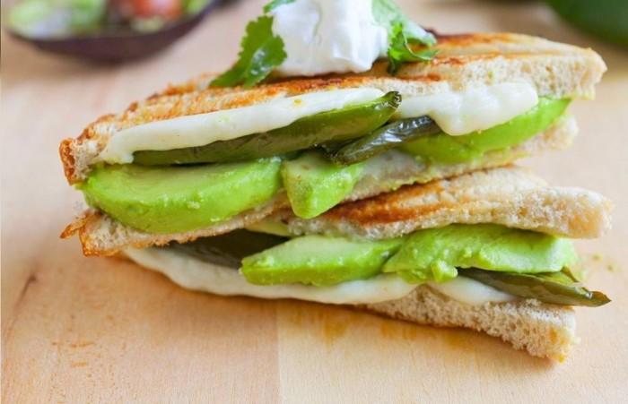 iguaria-sandes-de-pimento-abacate-e-queijo-grelhado