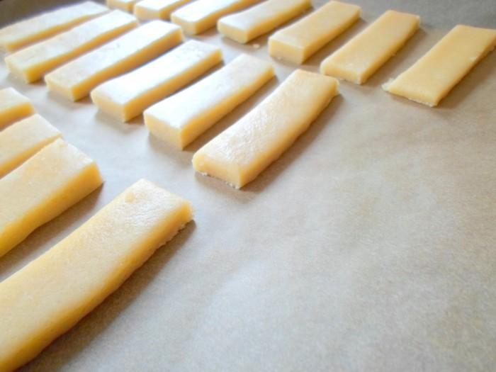 iguaria-biscoito-manteiga-no-tabuleiro