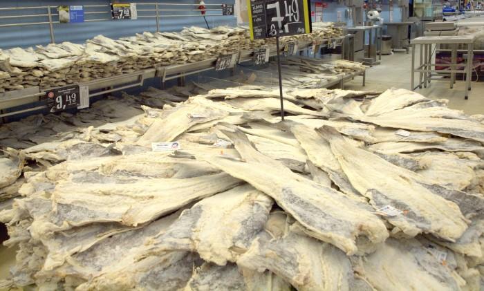 Bacalhau aus Norwegen in Supermarkt Continente, Lissabon