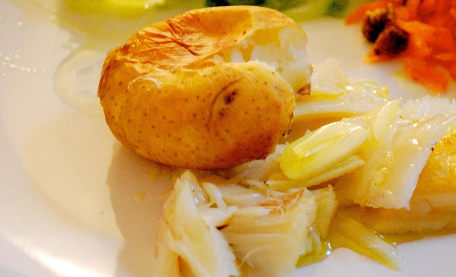 iguaria-bacalhau-assado-com-batata-a-murro
