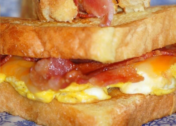 Tosta-de-Ovo-e-Bacon