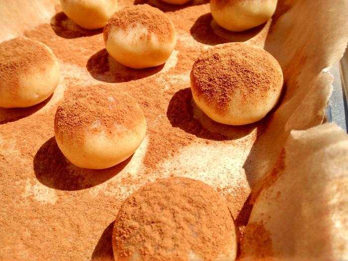 biscoitos-de-canela-no-tabuleiro
