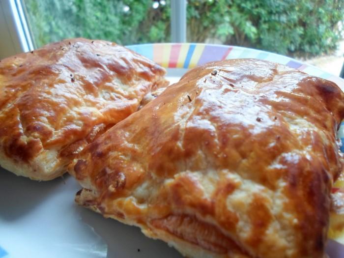 folhado-de-chourico-e-queijo