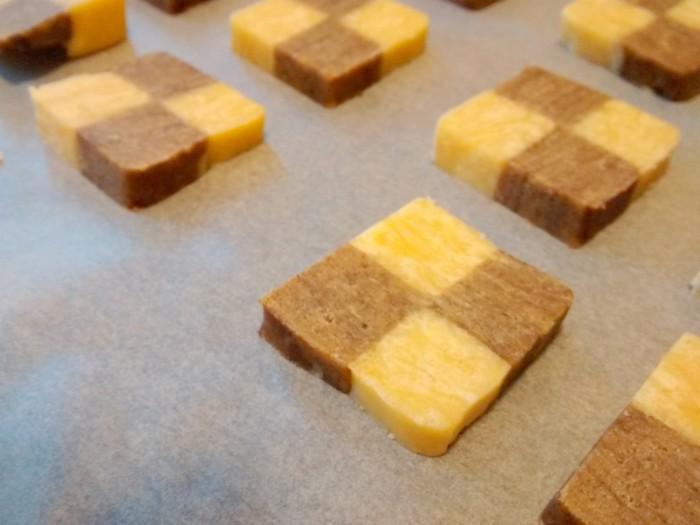 dispor-biscoitos-num-tabuleiro