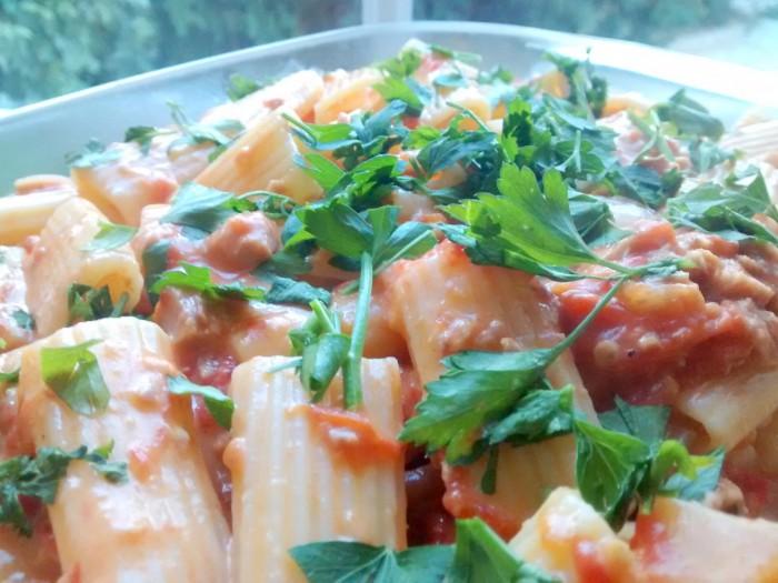 Macarrao-com-Atum-Molho-de-Tomate-01