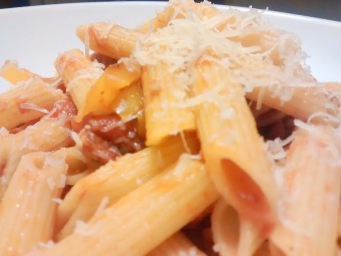 Macarrao-com-Salsichas-e-Tomate