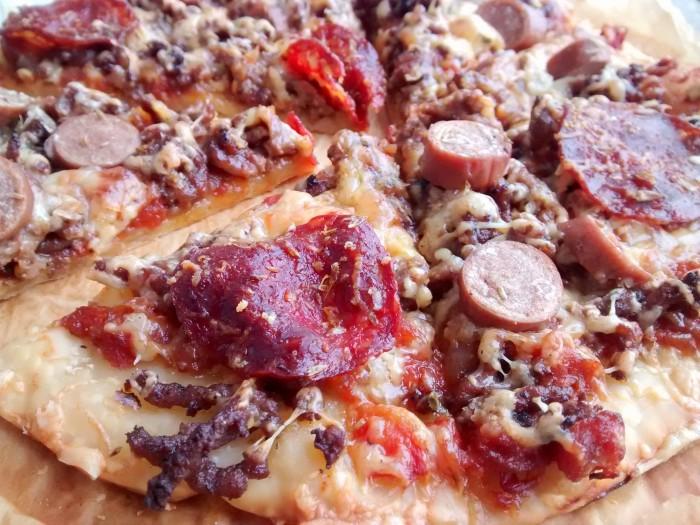 Pizza-de-Salama-Chourico-Salsicha