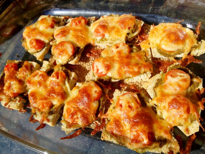 Crostini-com-Pesto-e-Tomate