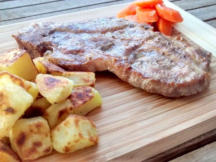 Costeleta-Porco-Batata-Assada-Cenoura-Algarvia