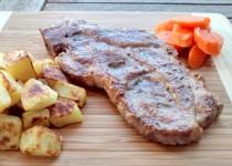 Costeletas de Porco com Batatas e Cenouras Algarvias