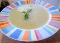 Sopa Fria de Pepino e Alho Francês com Manjericão