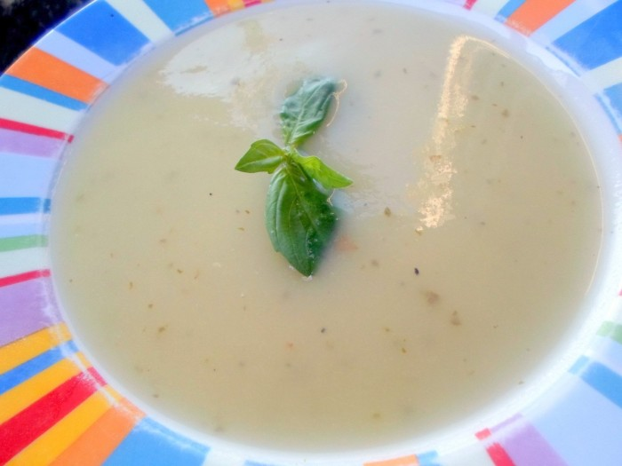 Sopa-Pepino-Alho-Manjericao
