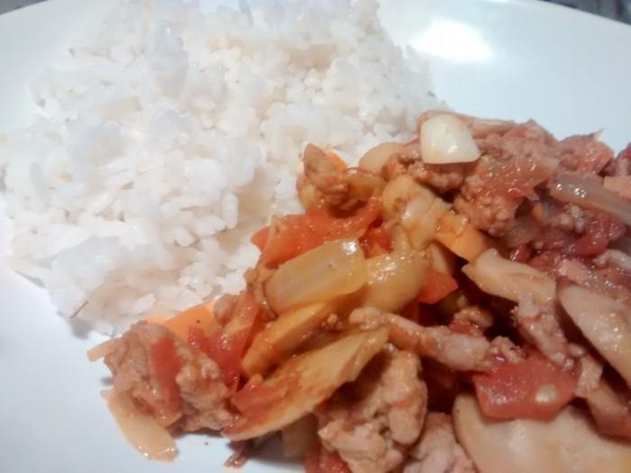 Carne-Picada-Tomate-Cogumelos-com-Arroz