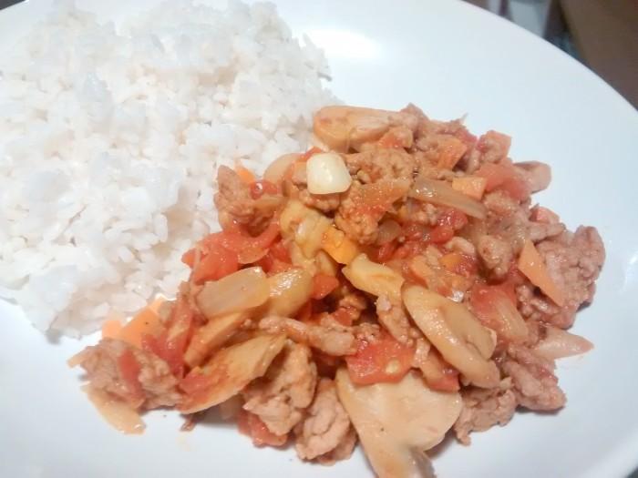 Carne-com-Tomate-e-Cogumelos
