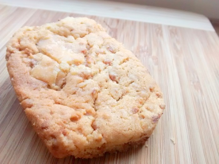 Cookies-Chocolate-Branco-com-Avelas