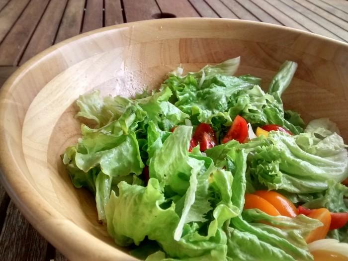 Salada-de-Alface-com-Tomates-Pequenos
