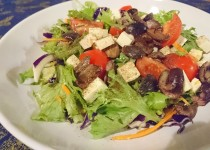 Salada de Queijo Feta e Azeitonas
