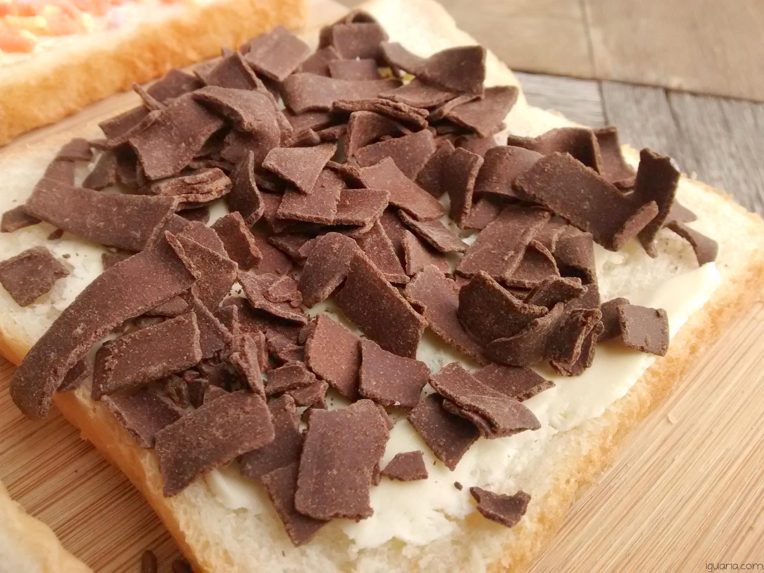 Iguaria_Pao-com-Manteiga-e-Granulado-Grosso-de-Chocolate