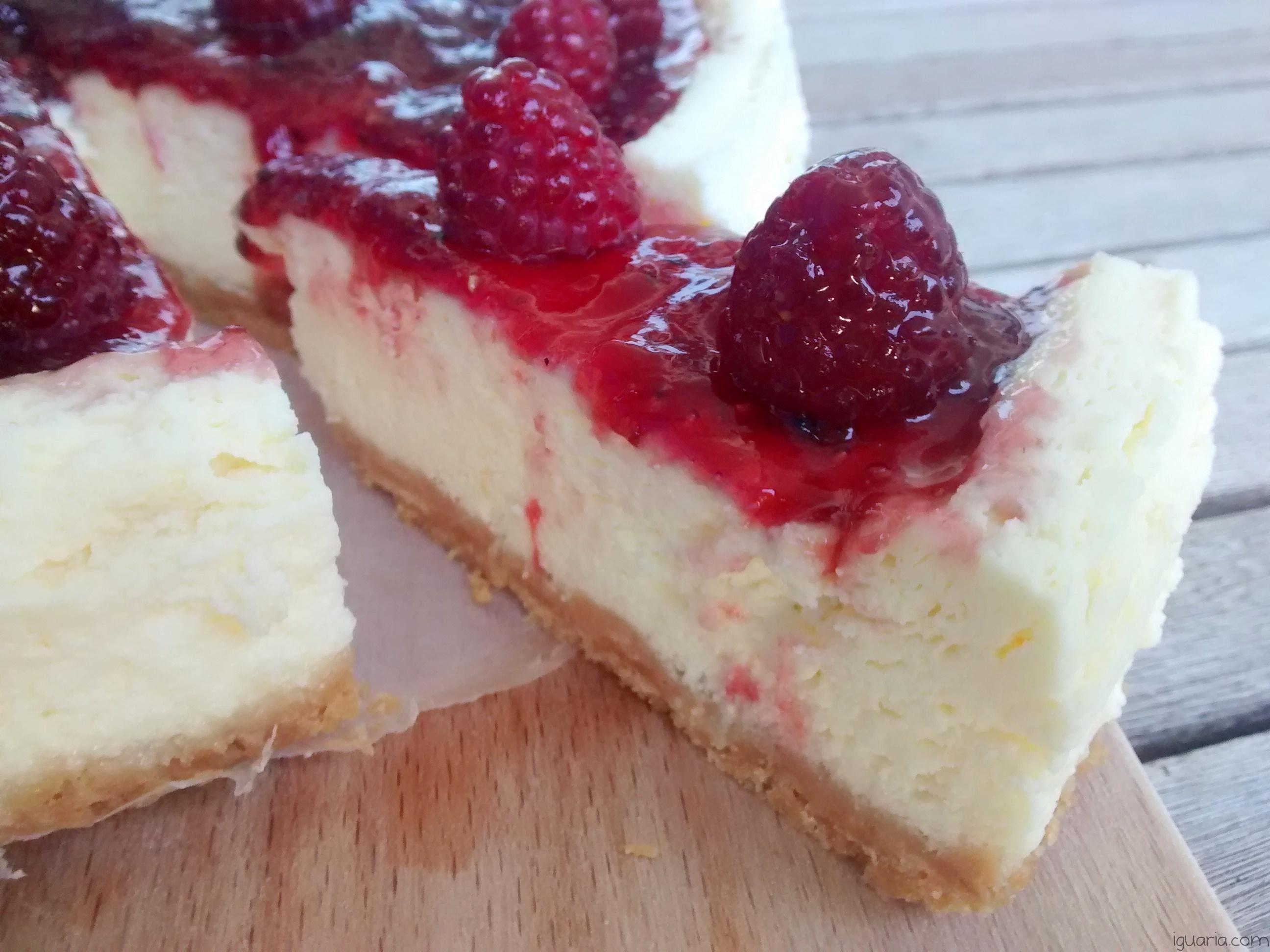 Iguaria_Fatia-de-Cheesecake-de-Frutos-Vermelhos