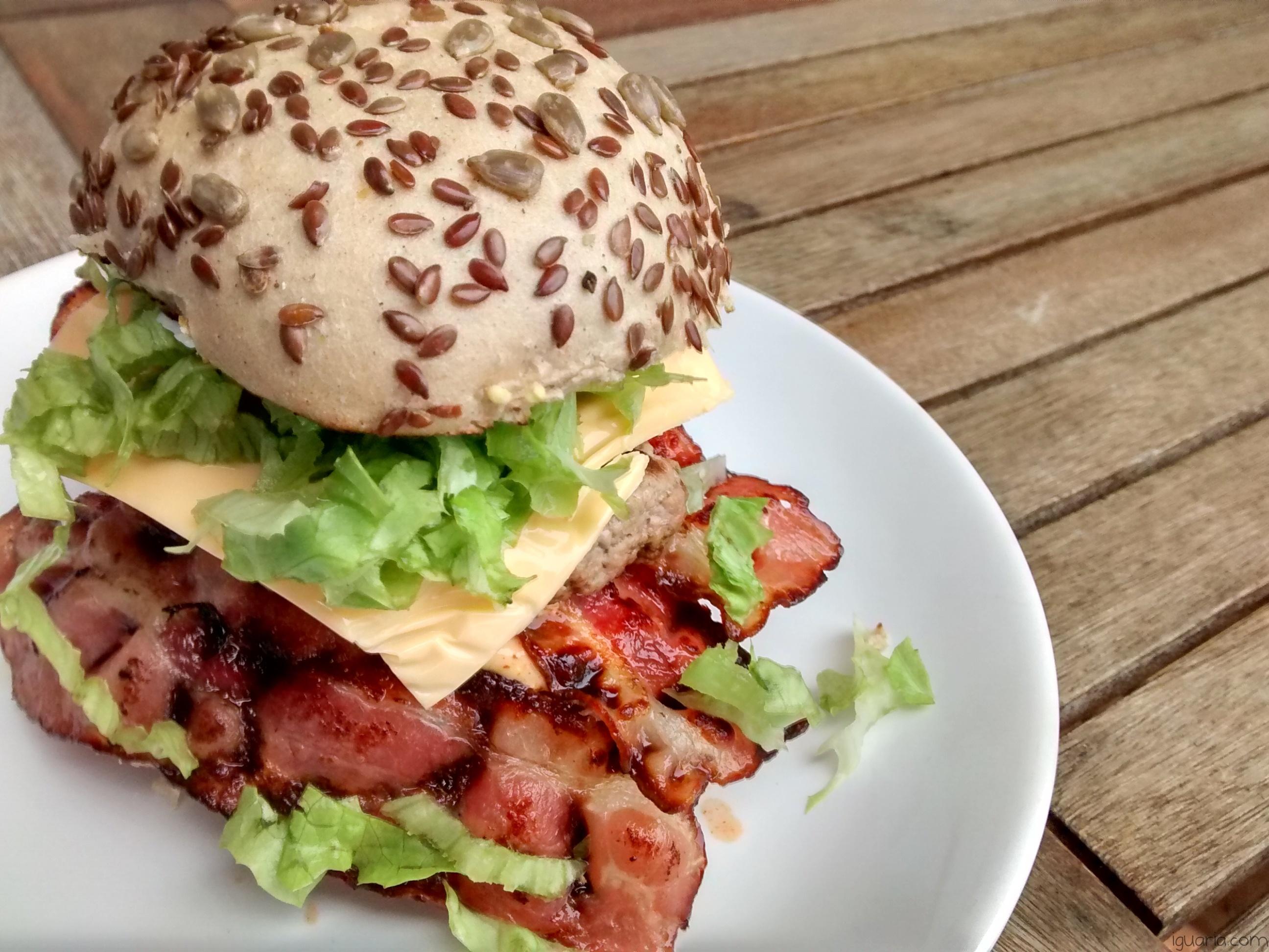 Iguaria_Hamburguer-Cereais-Bacon-Queijo