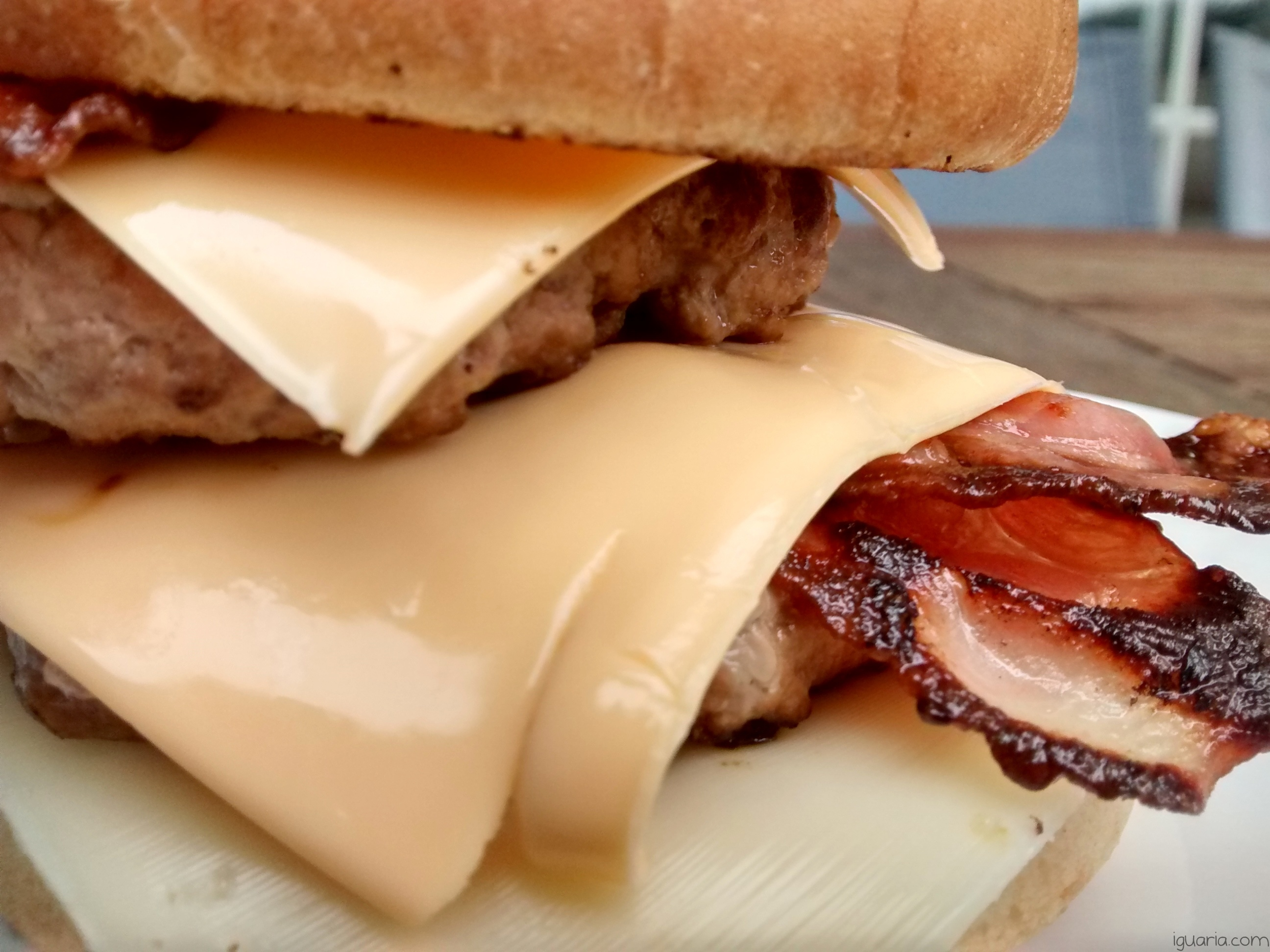 Iguaria_Hamburguer-Duplo-com-Bacon