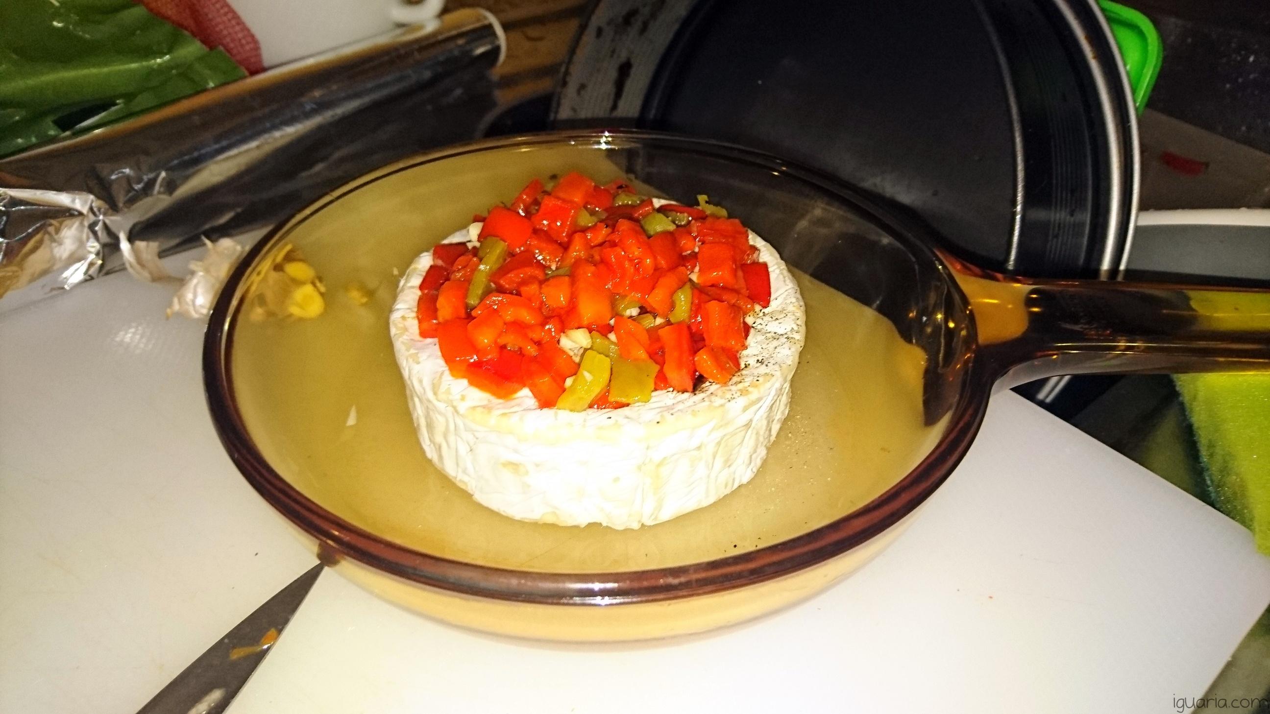 Iguaria_Queijo-Brie-com-Pimentos
