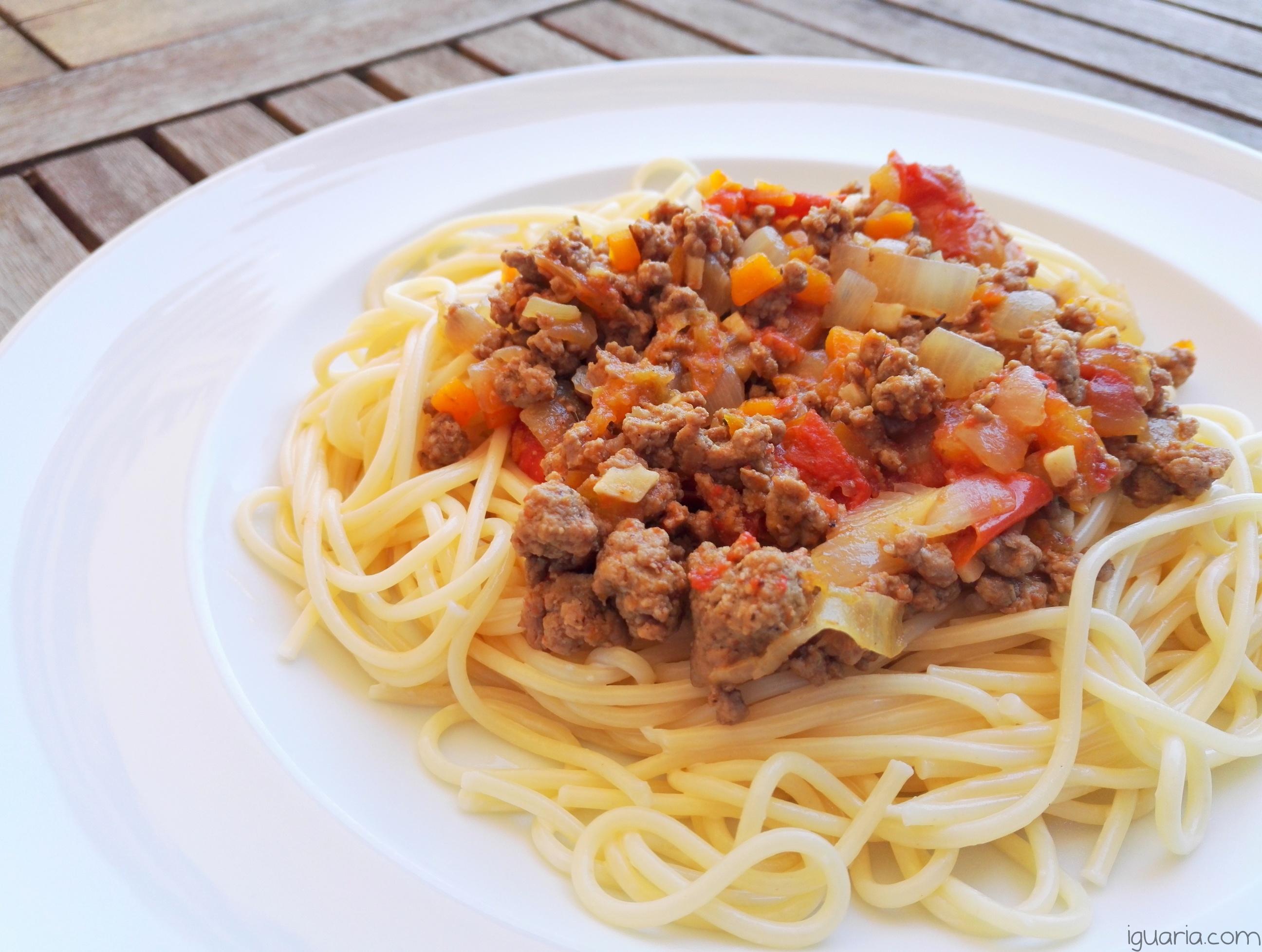 Iguaria_Esparguete-com-Carne-e-Tomate