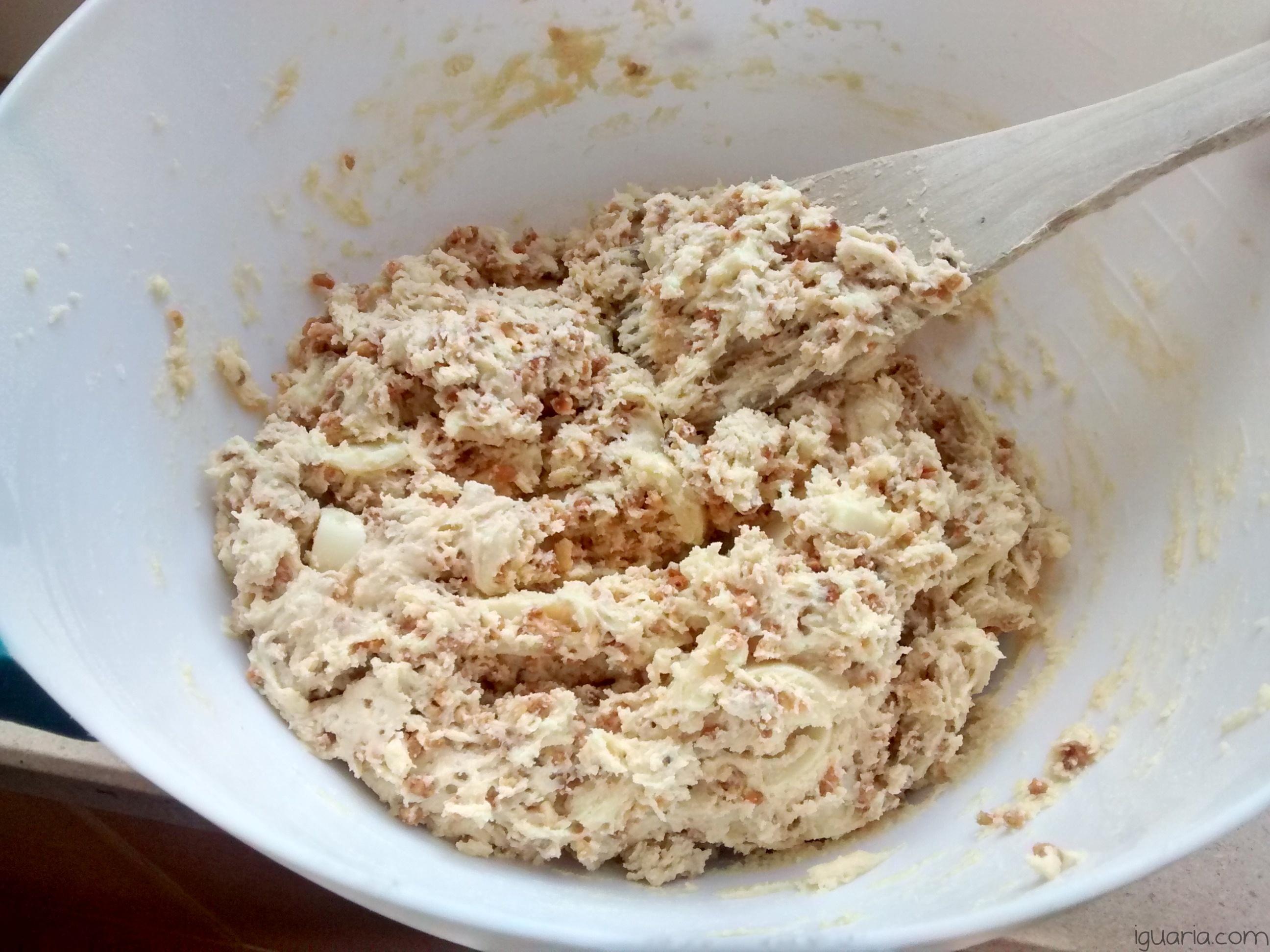 Iguaria_Massa-Biscoito-Chocolate-Branco-Pronta