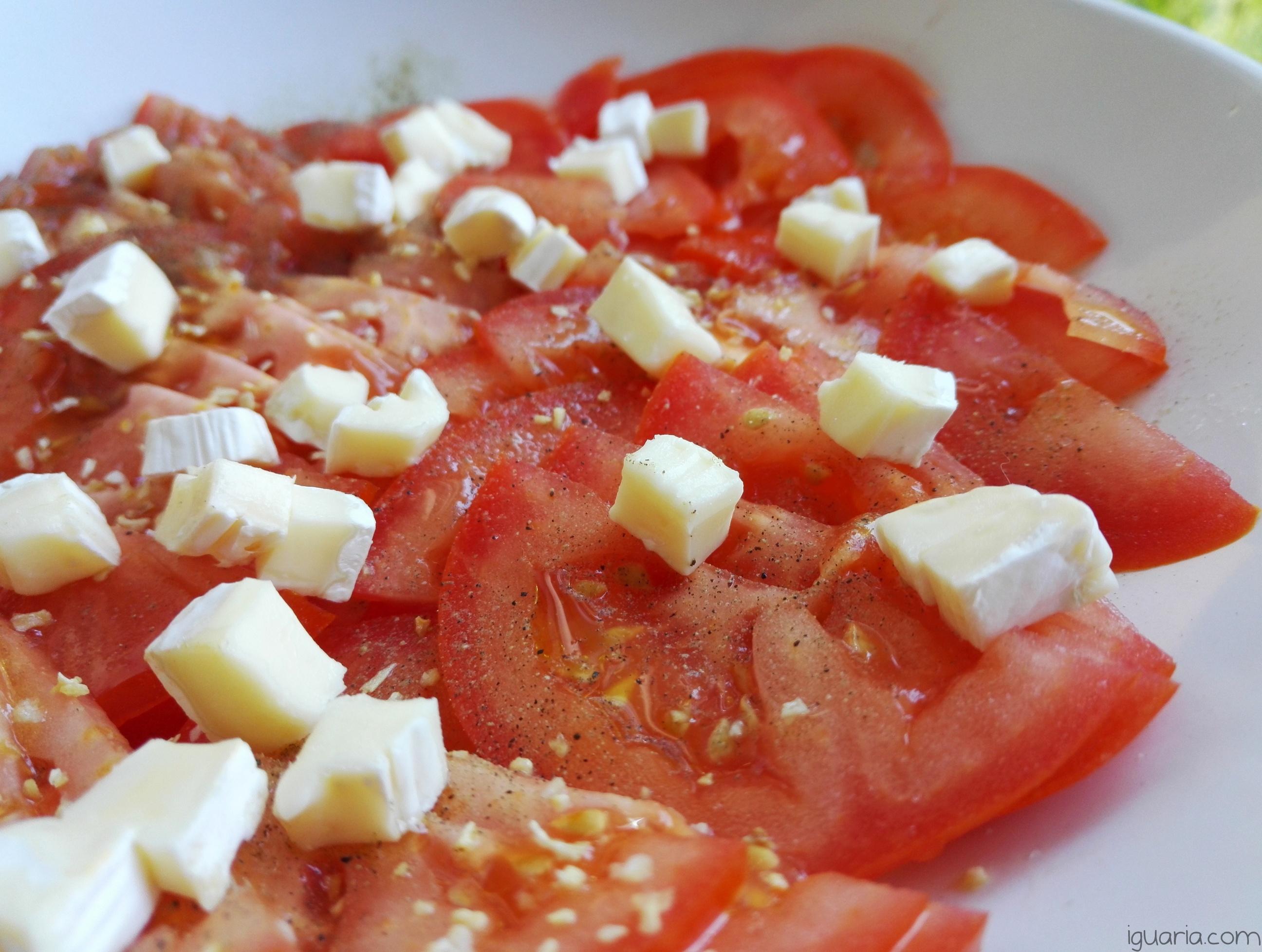 Iguaria_Salada-Temperada-Tomate-e-Brie