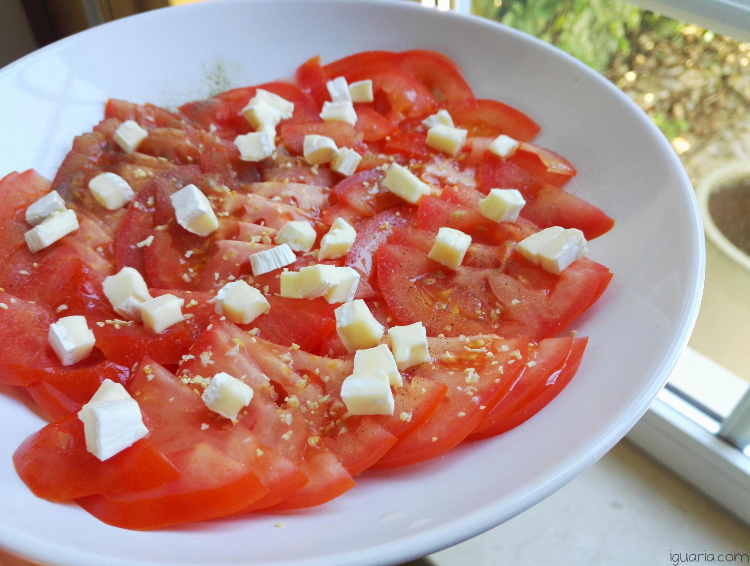 Iguaria_Salada-de-Tomate-e-Brie