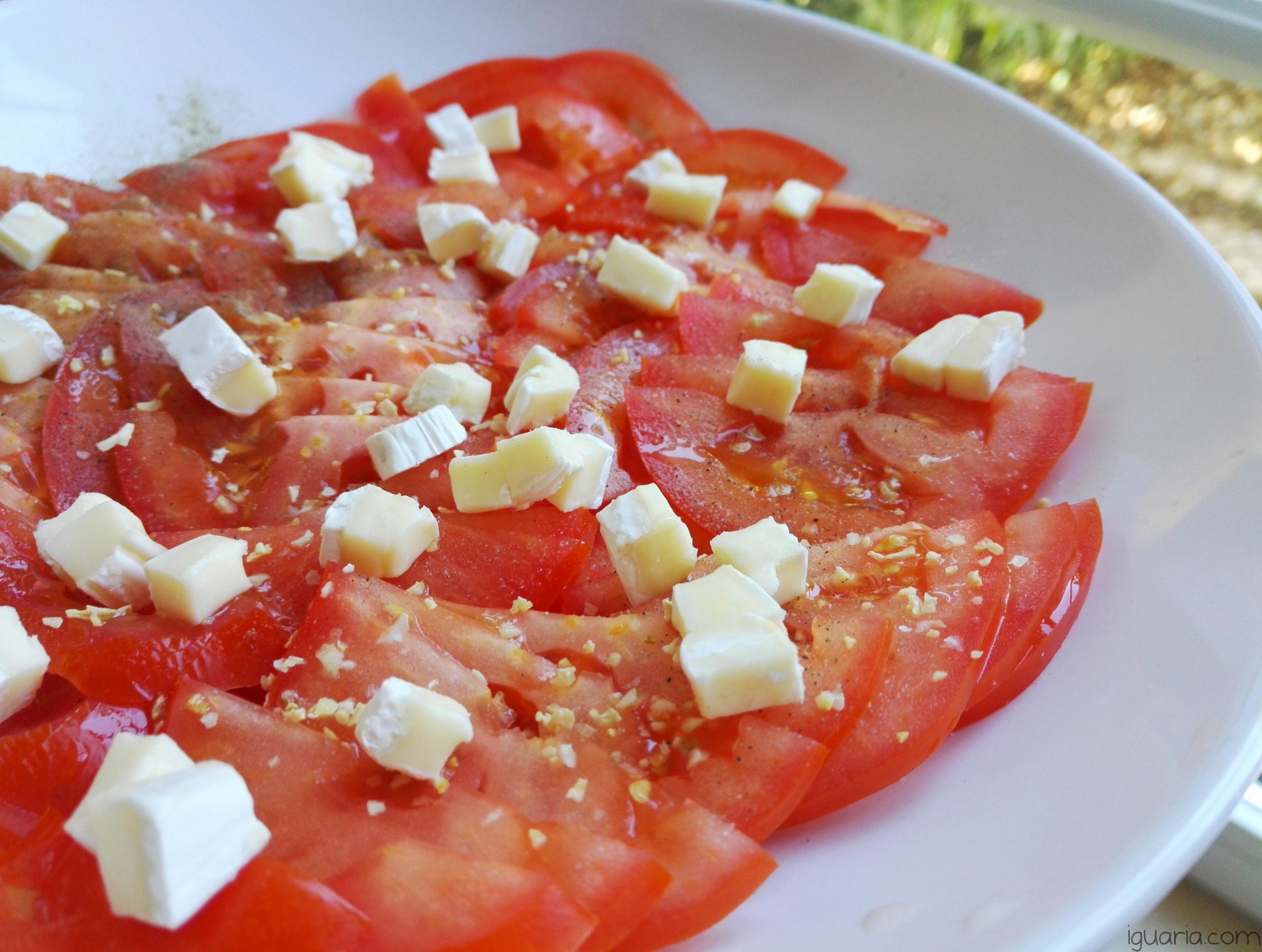 Iguaria_Salada-de-Tomate-e-Quejio-Brie