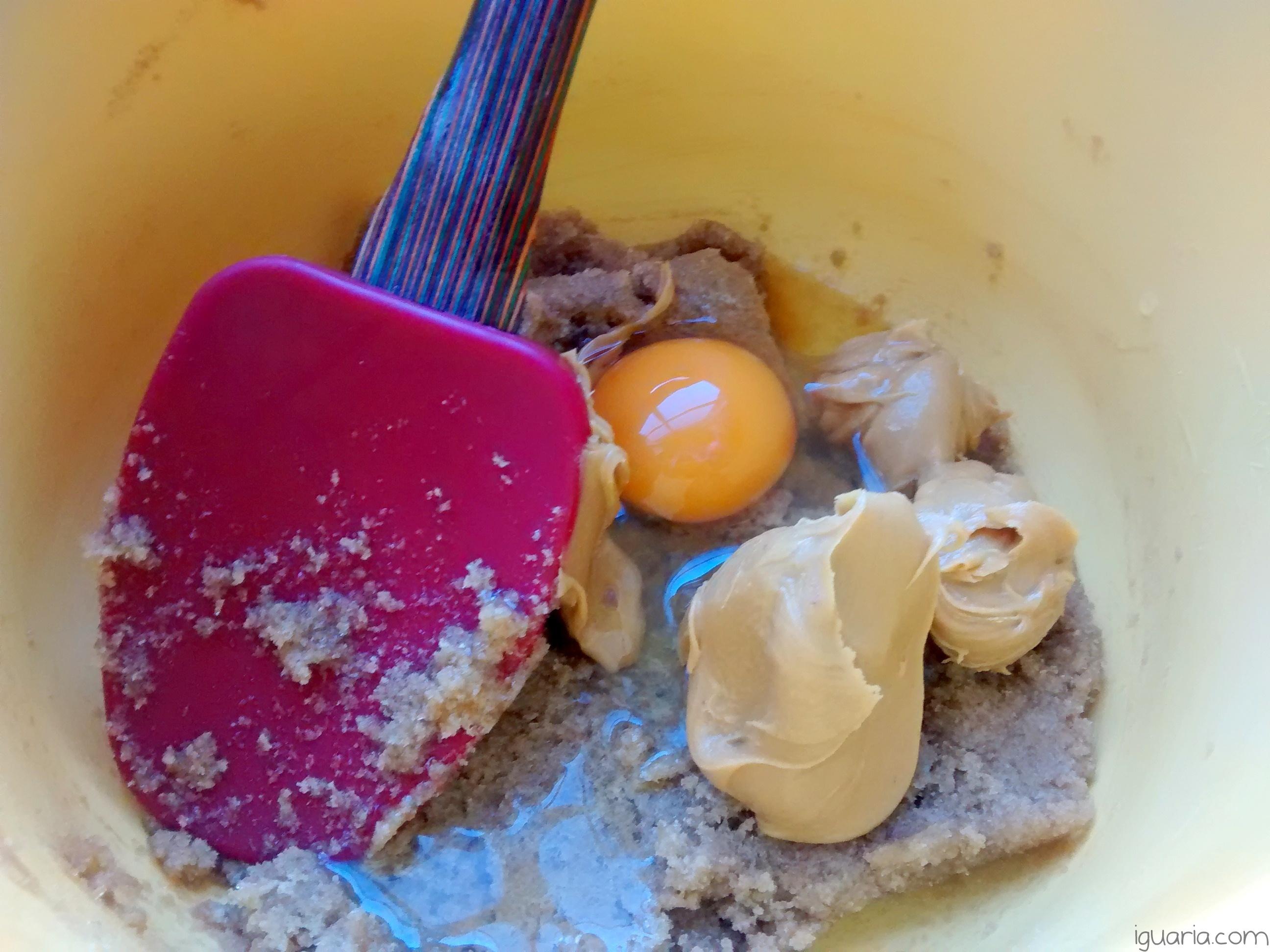 iguaria_juntar-ovo-e-manteiga-de-amendoim