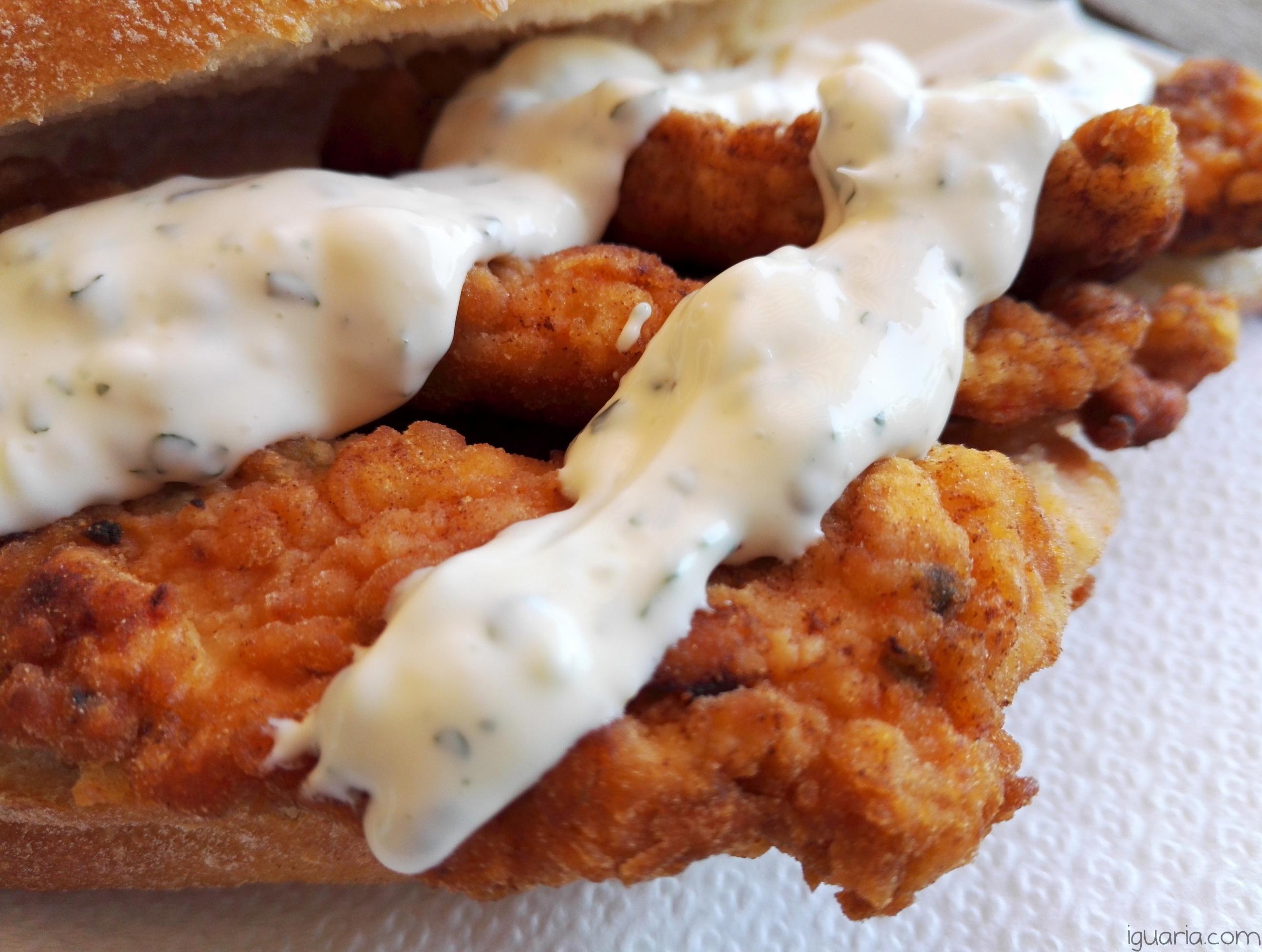 iguaria-frango-frito-com-molho-maionese-coentros