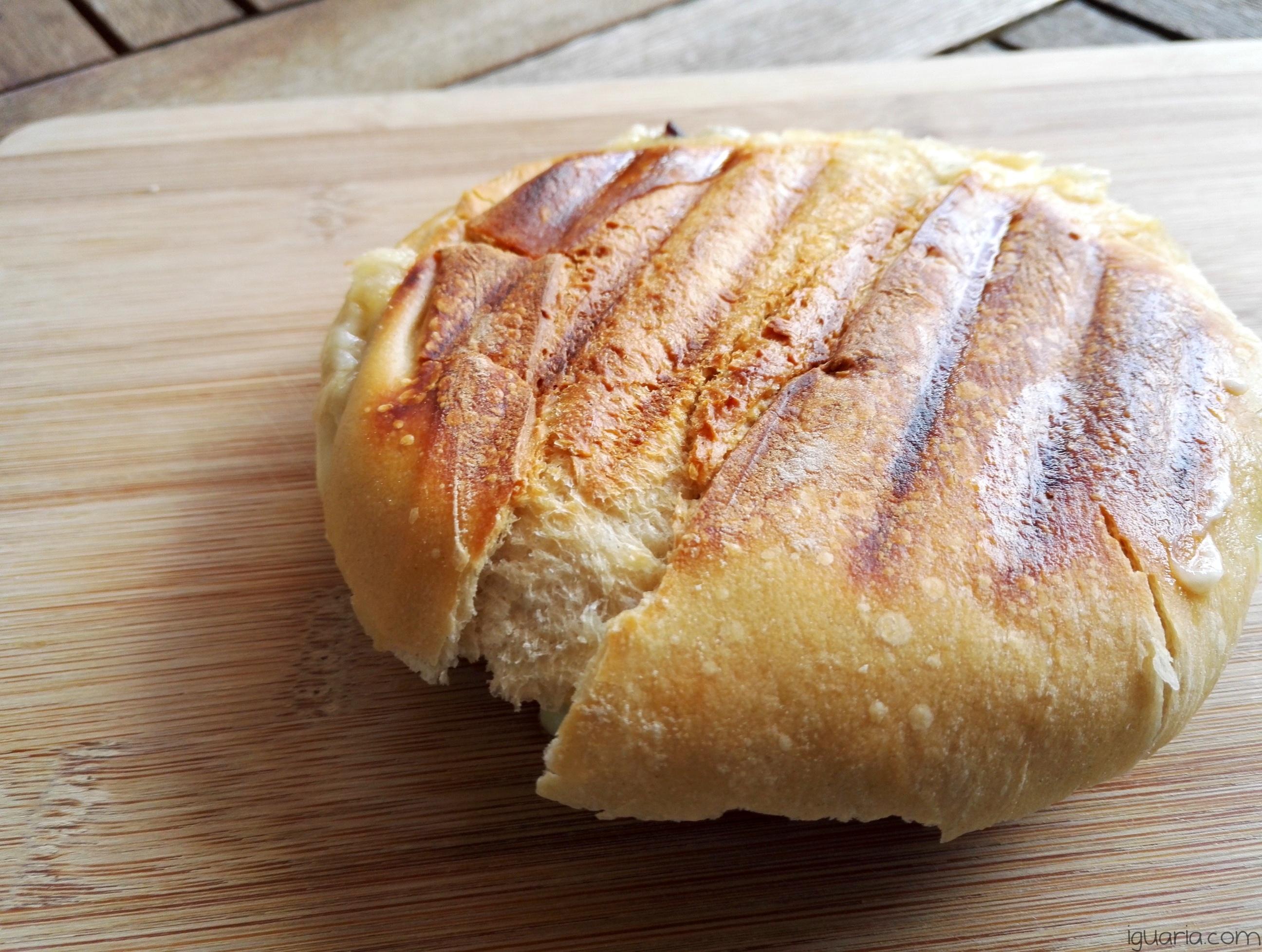 iguaria-tosta-com-leitao-e-queijo