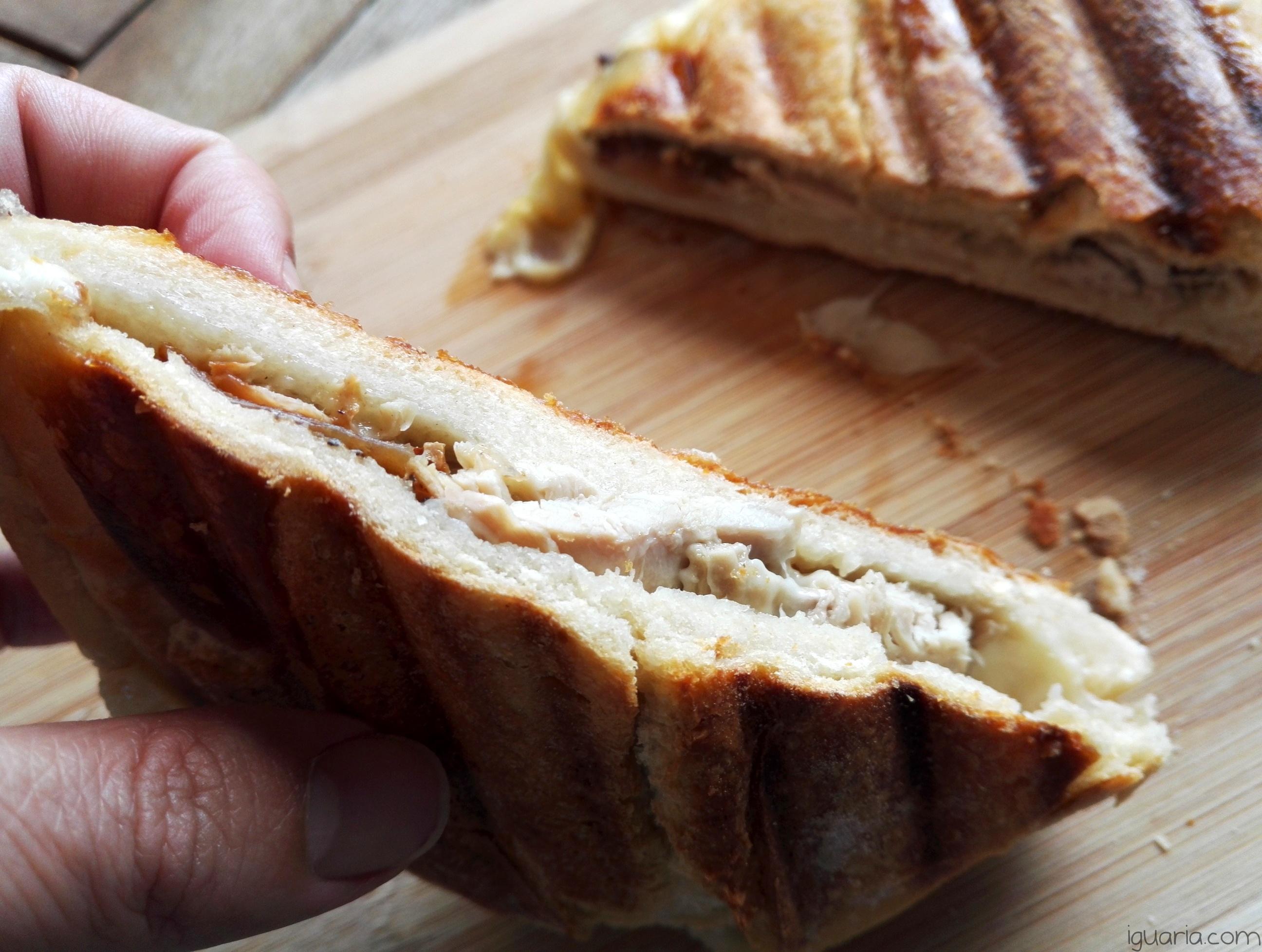 iguaria-tosta-de-queijo-derretido-e-leitao