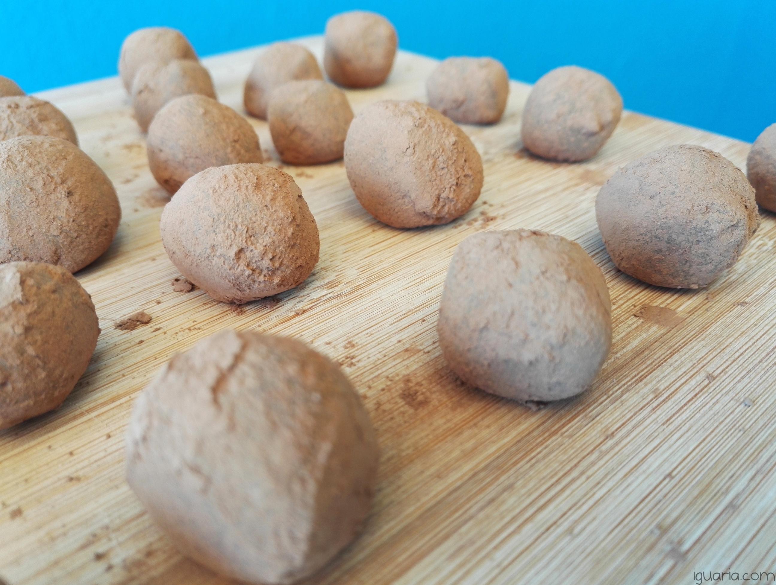 iguaria-trufas-de-chocolate-com-amendoa