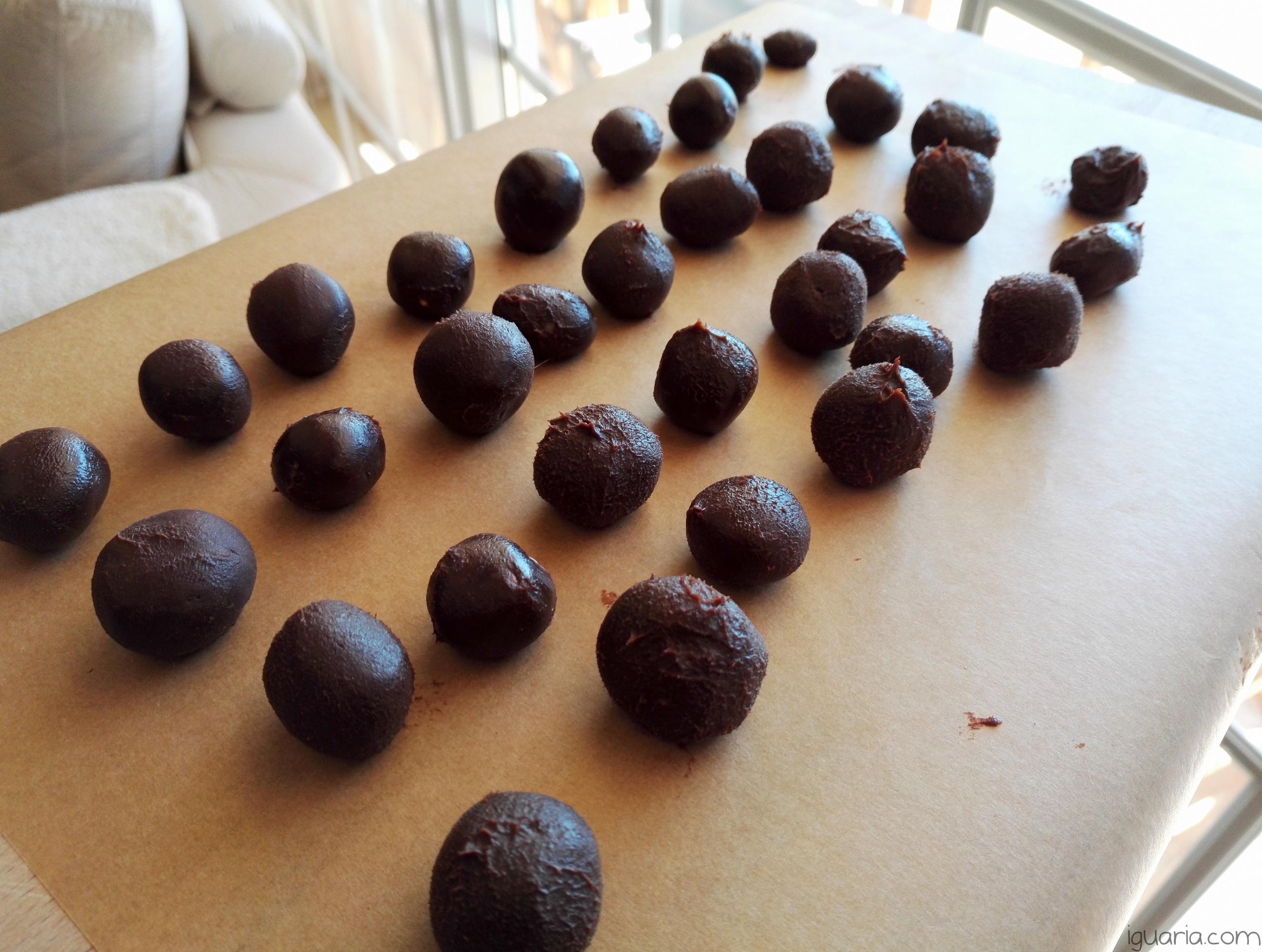 iguaria-trufas-de-chocolate-e-amendoa