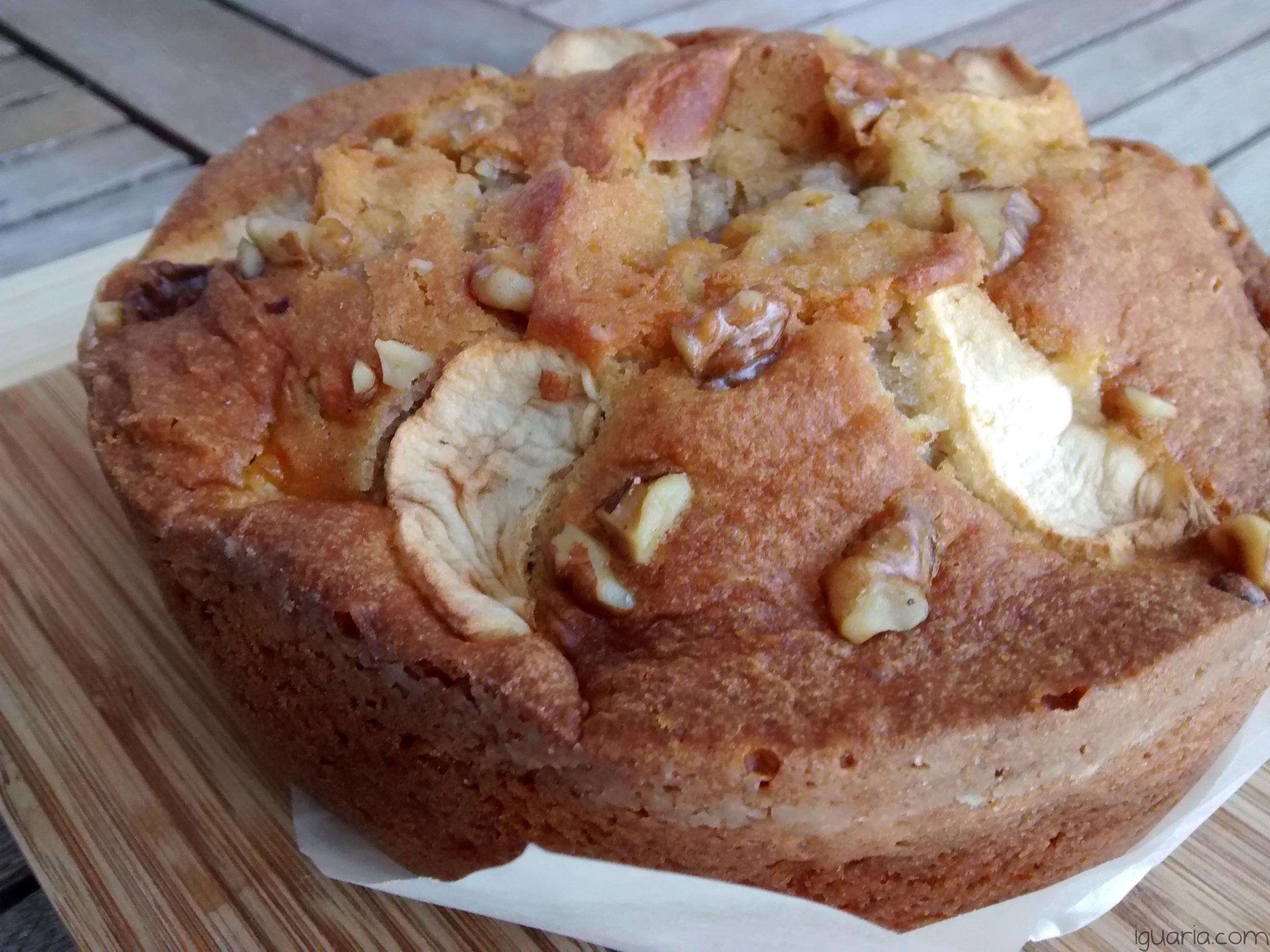 iguaria-bolo-simples-de-noz-e-maca