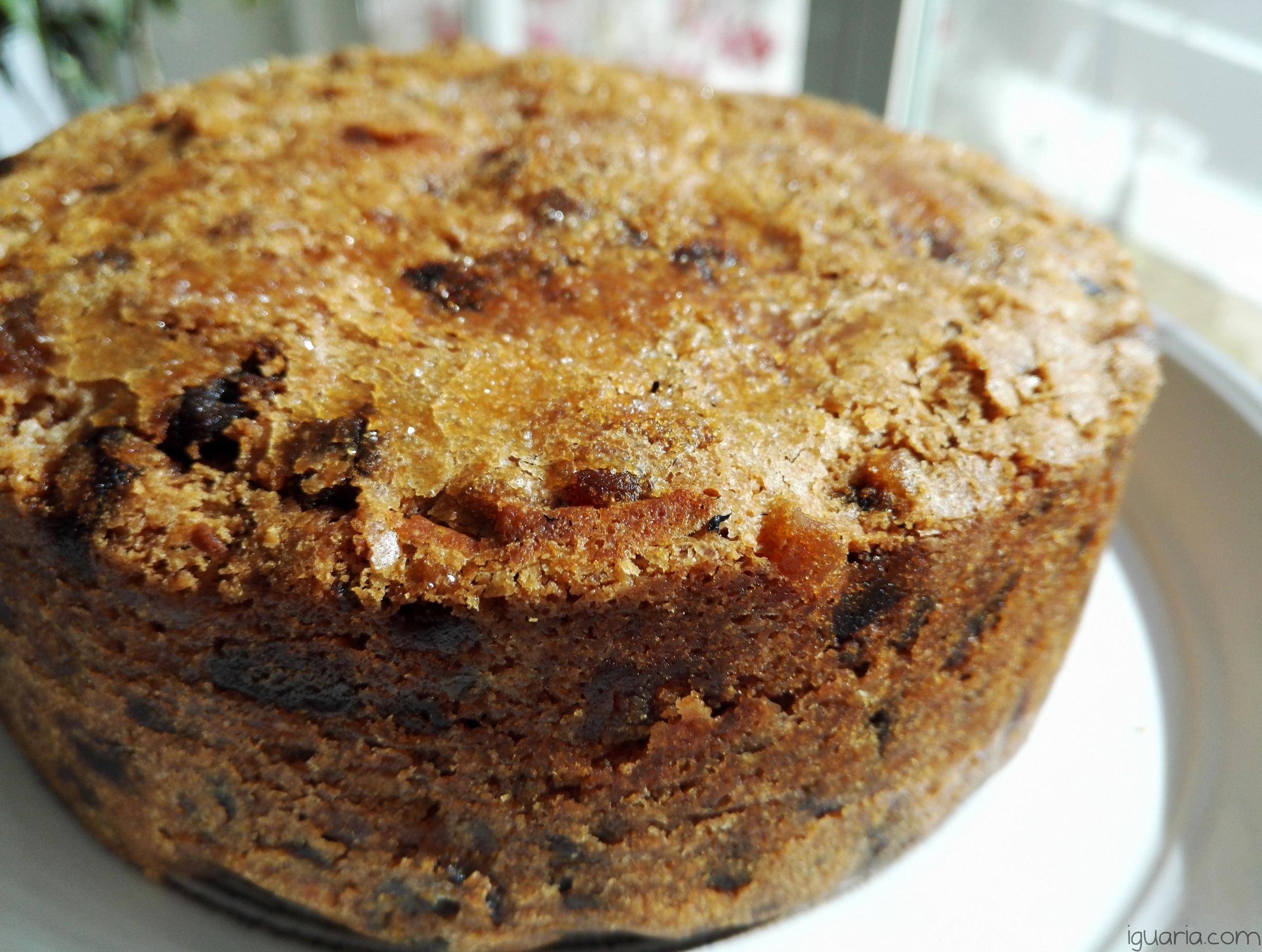 iguaria-bolo-de-frutos-secos-e-passas-ingles