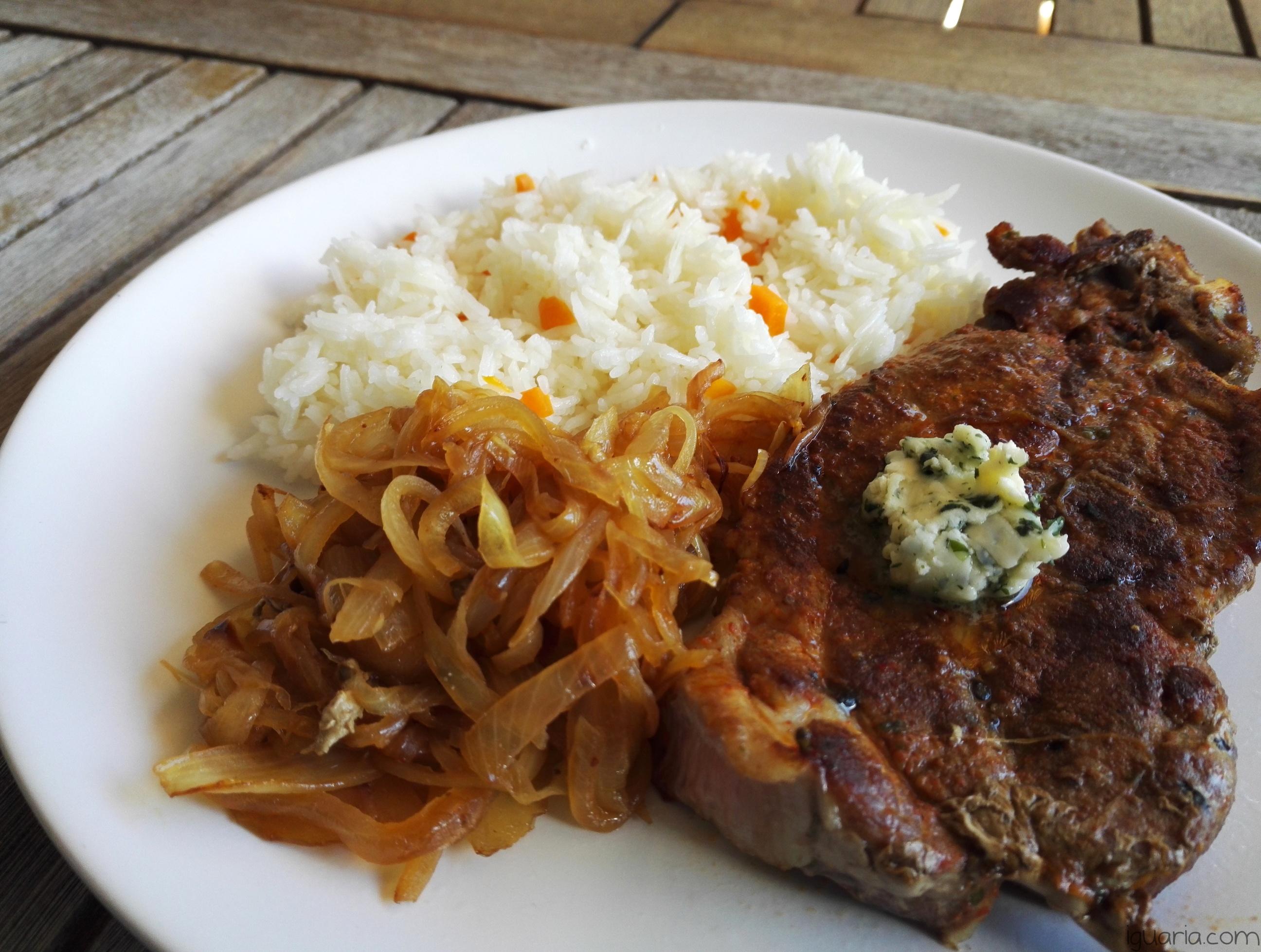 iguaria-costeleta-de-porco-com-arroz-de-cenoura