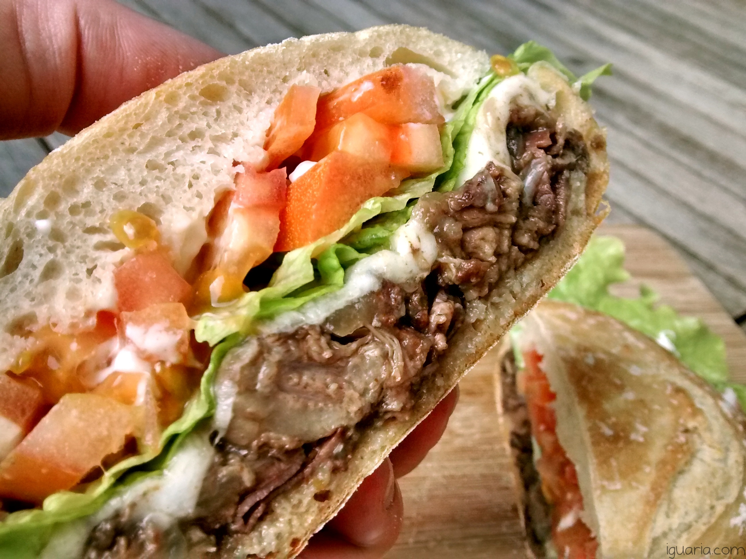 iguaria-deliciosa-sandes-de-carne-assada