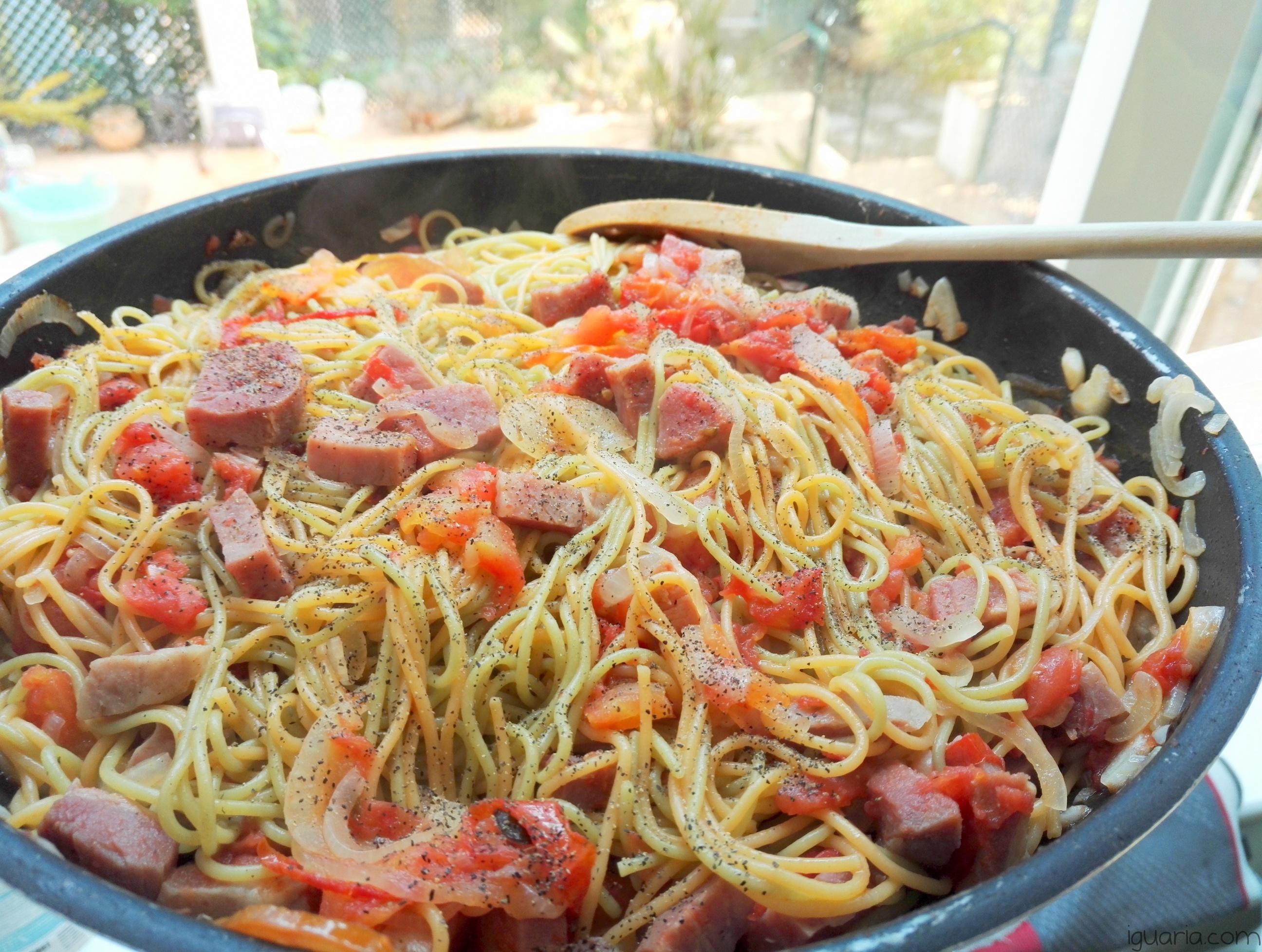 iguaria-esparguete-com-tomate-e-fiambre
