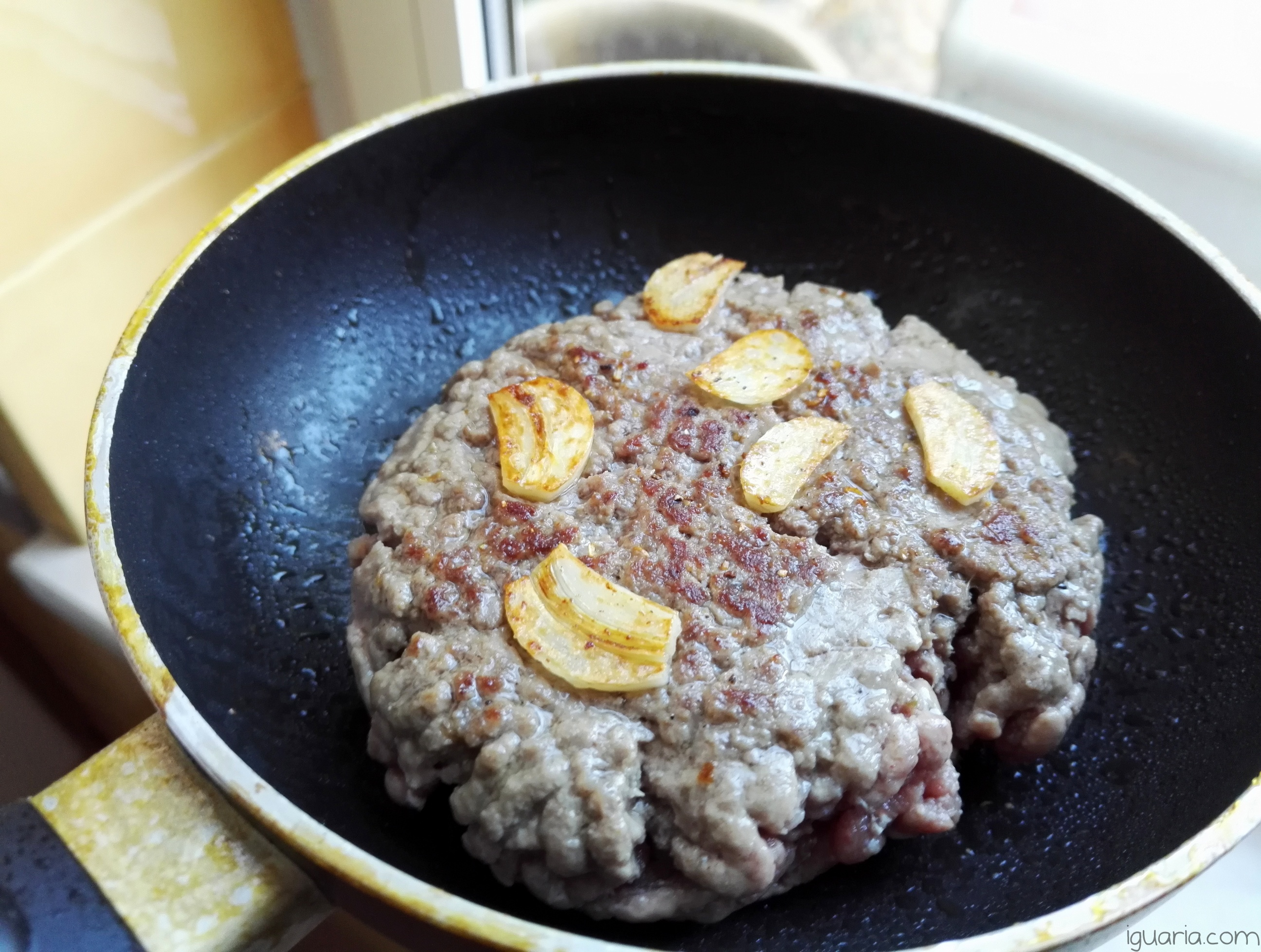 iguaria-hamburguer-com-alho
