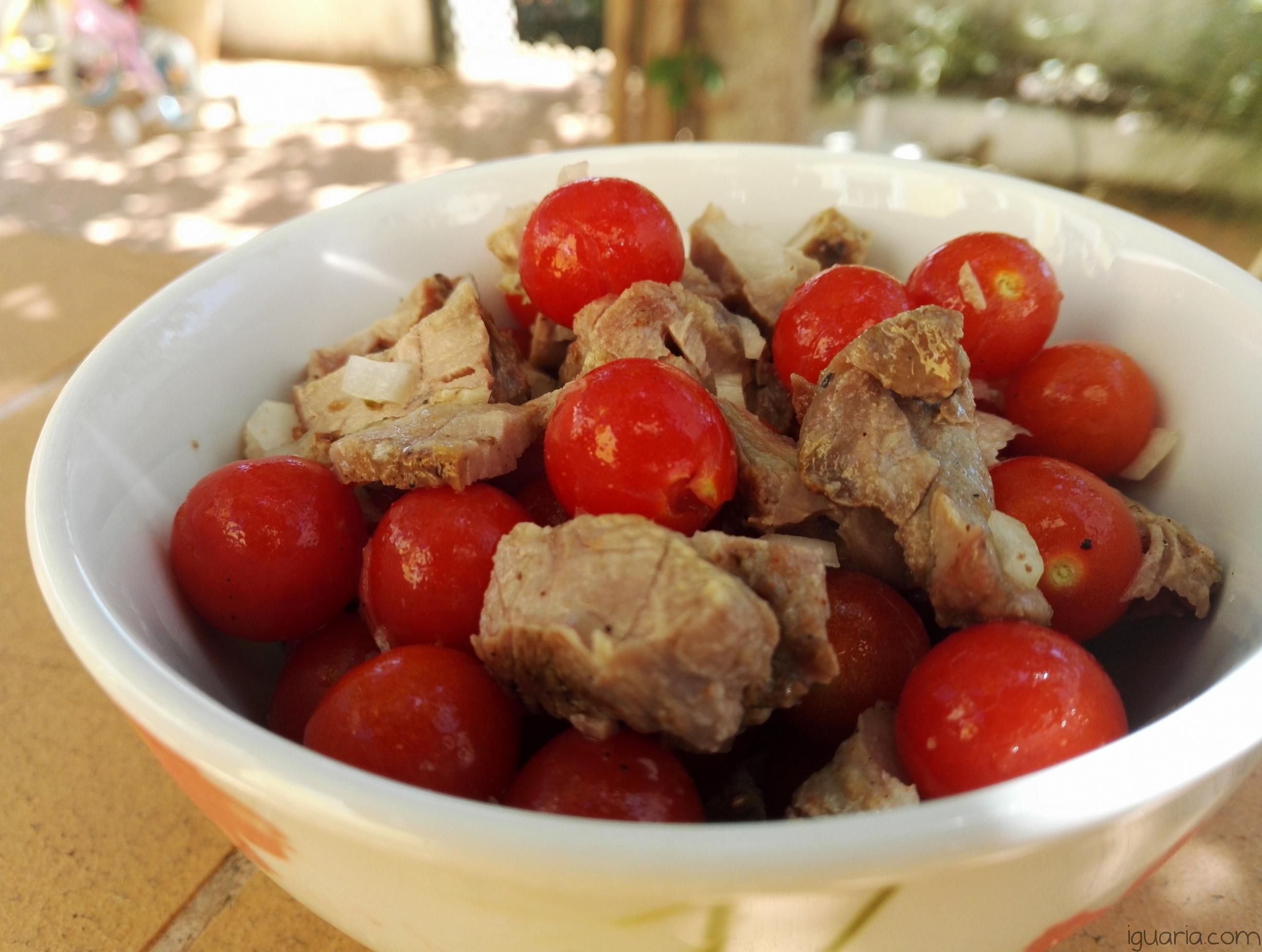 iguaria-salada-de-carne-e-tomates-cherry