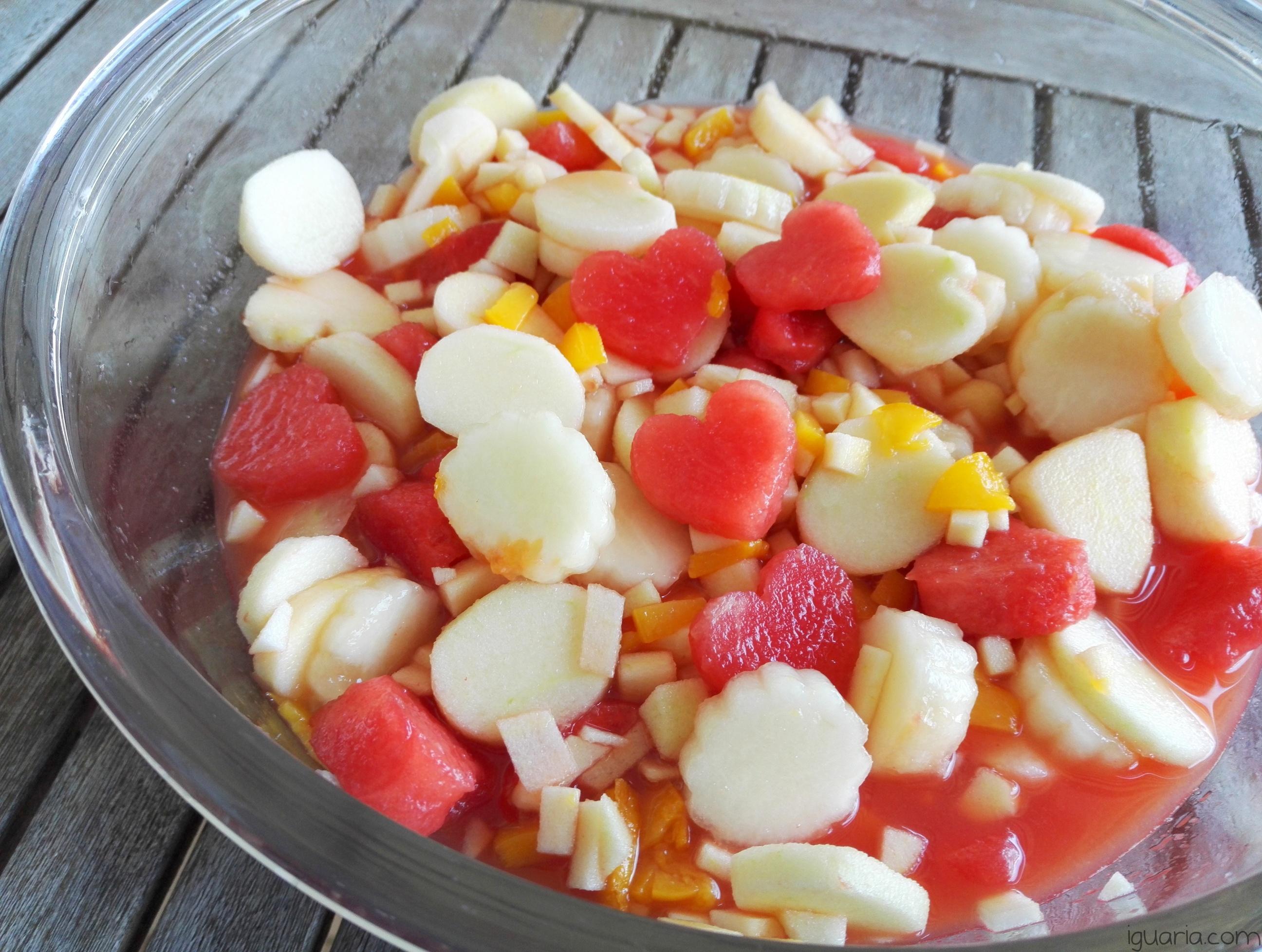 iguaria-salada-de-frutas-coracoes