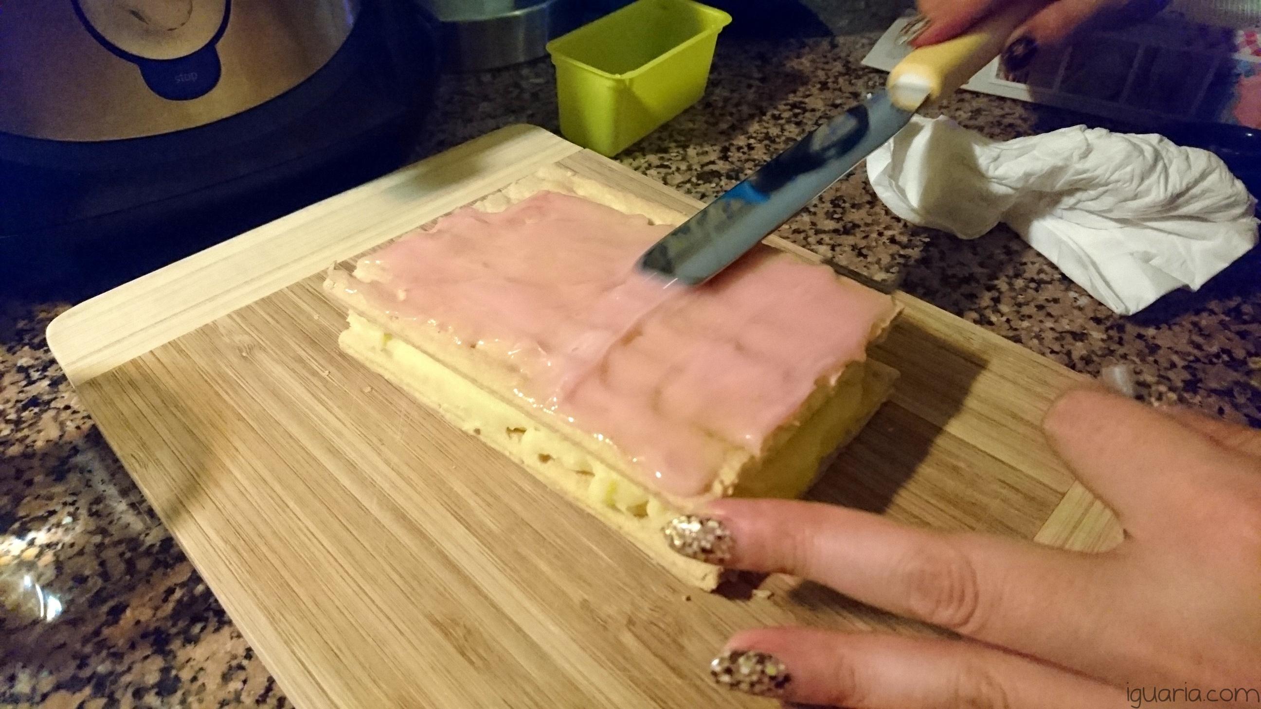 iguaria-tampouce-coberto-glace-cor-de-rosa