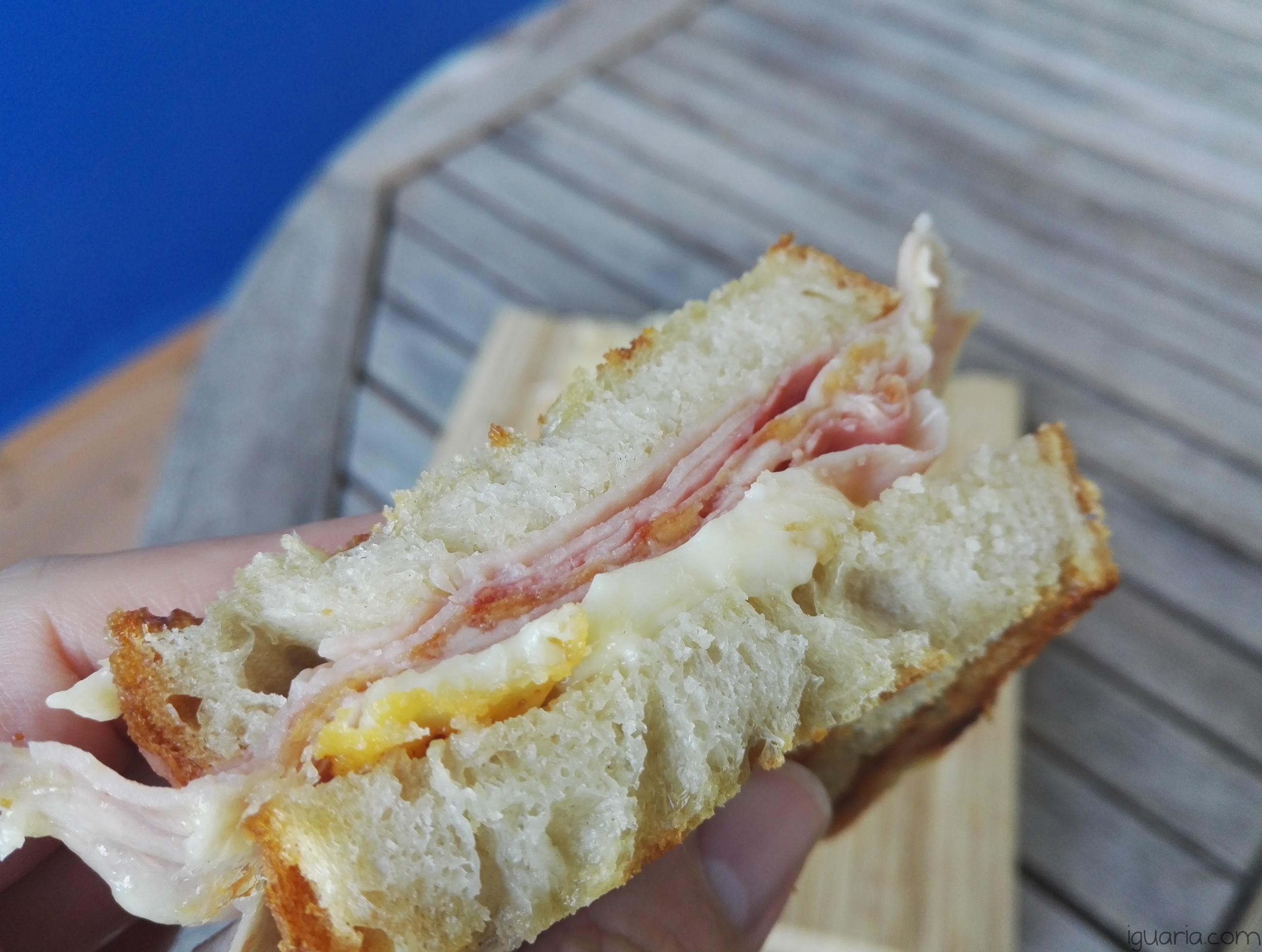 iguaria-tosta-mista-queijo-derretido